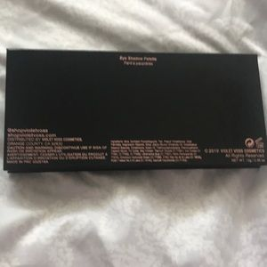 Violet Voss Makeup - Violet Voss Essentials eyeshadow palette